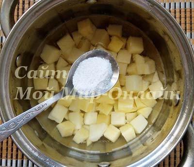 Картофель нарезаный кубиками
