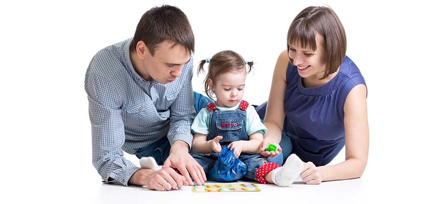 папа мама ребёнок и игрушки