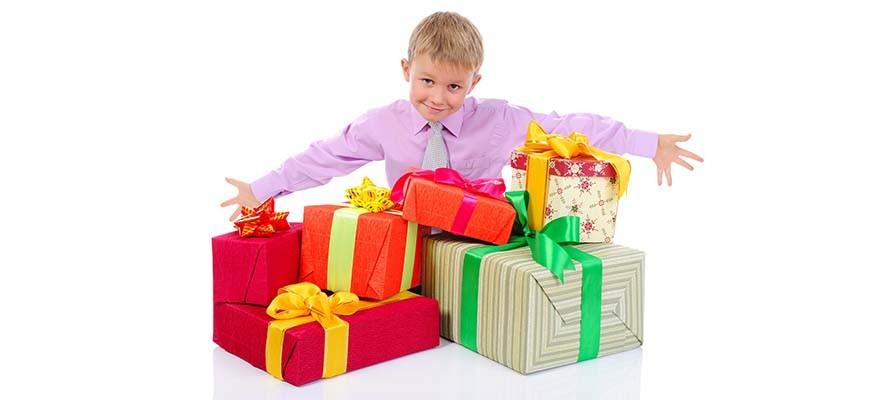 много подарков ребёнку