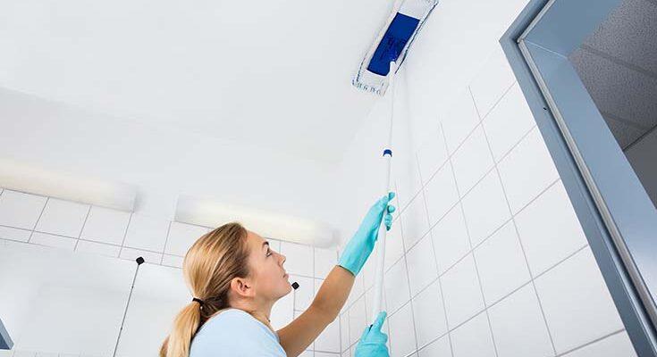 Как и чем помыть натяжной потолок
