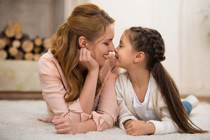 мама и дочка улыбаться