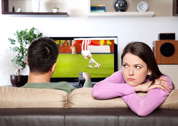 девушка парень и телевизор