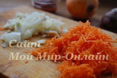 шинкованные морковь и лук