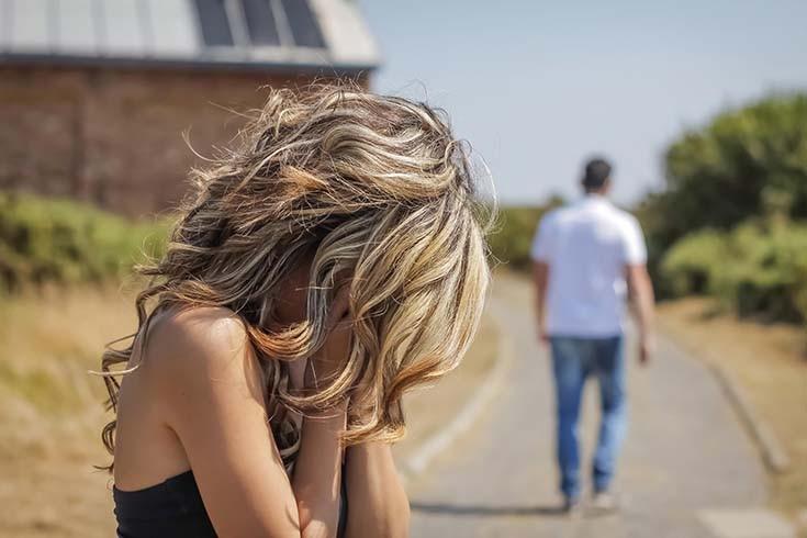 девушка поругалась с парнем