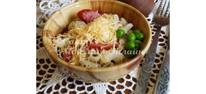 салат с макаронами перцем и колбасками