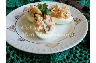 Яйца, фаршированные сыром и маслинами