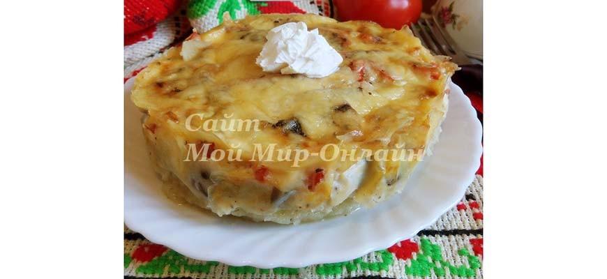 Запеканка с картофельным пюре, томатами и грибами